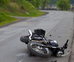 S-a urcat pe motocicletă fără permis şi a făcut accident