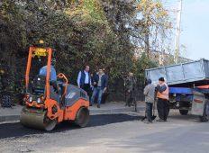 Asfaltările şi reparaţiile străzilor programate pentru acest an în municipiul Piatra Neamţ se apropie de final