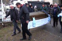 A fost condus pe ultimul drum tînărul rănit grav în explozia din Piatra Neamţ