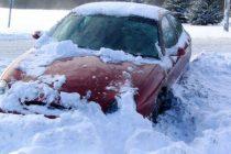 Mai multe autoturisme au fost scoase din zăpadă de pompierii nemțeni