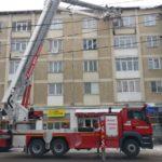 Masina pompieri indeparteaza turturi