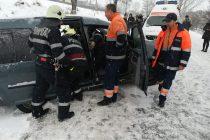 Accident între un TIR și un autoturism cu 4 victime, în localitatea Oglinzi
