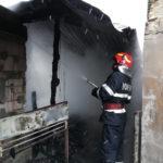 Incendiu locuinta Candesti pompieri