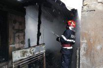 Locuință cuprinsă de flăcări în comuna Cândești