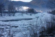 Fenomentul de zăpor pe râul Bistrița monitorizat permanent