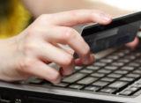 Tânăr reținut de polițiștii nemțeni pentru mai multe înșelăciuni pe internet