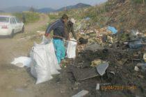 1.200 kg de deșeuri din plastic aruncate pe malul râului Bistrița