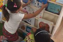 Fiecare copil merită o poveste: 1700 de copii vor primi prima carte pentru acasă