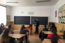 Activități ale polițiștilor nemțeni de informare și educare a tinerilor