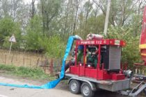 Intervenție a pompierilor la Doljești pentru e evita inundarea unor gospodării