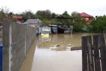Curți inundate și locuințe afectate în urma ploilor din ultimele 24 de ore