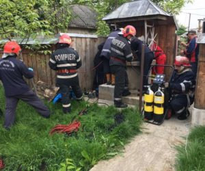 O femeie din Săbăoani a căzut într-o fântână de 25 metri