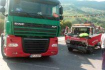 Accident rutier între un TIR și o autoutilitară pe raza comunei Tașca