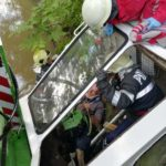 Tractor rasturnat in parau Raucesti (1)