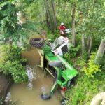 Tractor rasturnat in parau Raucesti (3)