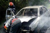 Un autoturism a luat foc în comuna Agapia