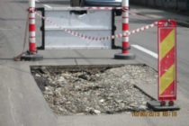 Operatorii economici care nu au reparat străzile și trotuarele în urma unor lucrări somați de Poliția Locală Piatra Neamț