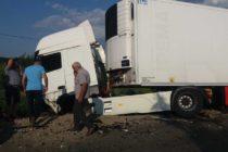 Accident rutier între un TIR și un autoturism, în localitatea Tazlău