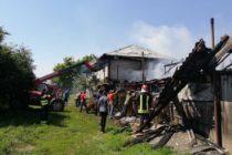Un minor de 14 ani a dat foc locuinței unei femei din Moldoveni