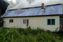 Incendiu produs de un scurtcircuit la o locuință din Poiana Teiului