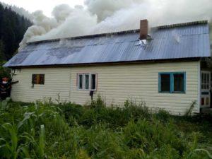Incendiu locuinta acoperis Poiana Teiului