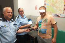 Portofel cu bani și carduri, găsit pe o bancă, returnat proprietarului