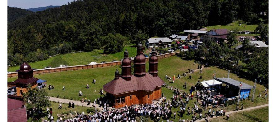 Trei ierarhi au sfințit schitul Pocrov din Neamț