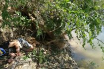 Un bărbat a căzut de la o înălțime de 5 metri pe malul Lacului Izvorul Muntelui