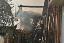 3 case au luat foc într-un incendiu, în comuna Gârcina
