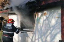 O casă din Piatra Neamț a luat foc din cauza unui fumător neatent