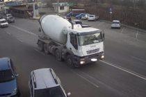 Șofer amendat pentru că nu și-a asigurat corespunzător betoniera