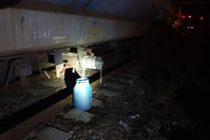 Un cetățean de 77 de ani a intrat cu mașina într-un tren care transporta metanol