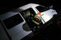 Microbuz cu 9 pasageri căzut în albia râului Bicaz