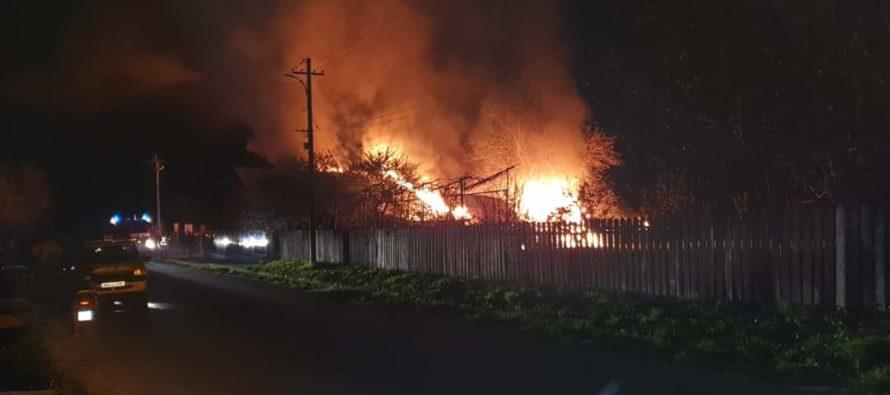Incendiu puternic la o locuință din Țibucani