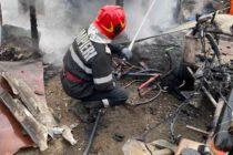 Incendiu puternic la o magazie de lemne, în comuna Secuieni