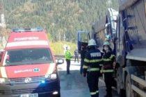Accident rutier între două autobasculante la Poiana Teiului. O victimă a ajuns la spital.