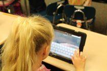 Primăria Piatra Neamț își propune să achiziționeze tablete pentru elevii fără posibilități materiale