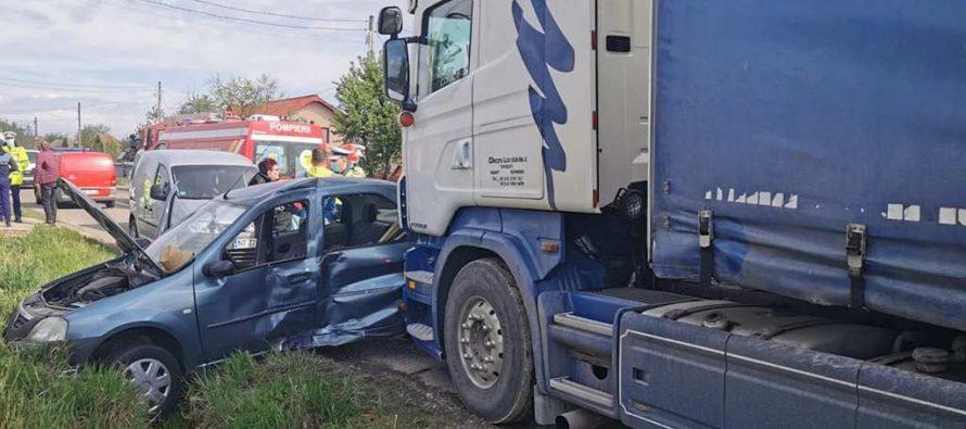 Accident rutier grav între un TIR și un autoturism la Girov