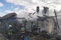O familie din Crăcăoani a rămas fără casă în urma unui incendiu provocat intenționat