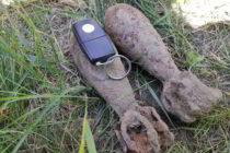Două proiectile neexplodate descoperite în curtea unui cetățean din Petricani