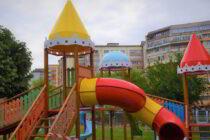 Începând de mâine, 12 iunie, se deschid locurile de joacă din Piatra Neamț