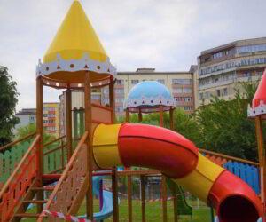 Locurile de joacă din Piatra Neamț sunt reabilitate și modernizate