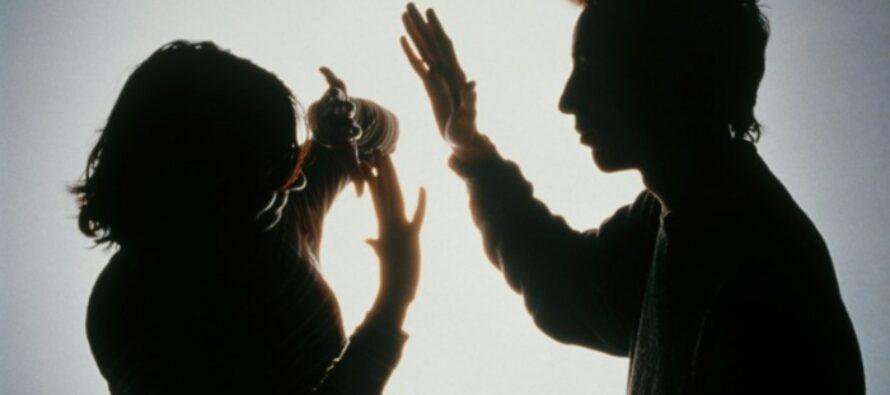 A încălcat ordinul de protecție și a bătut o femeie și pe fiica acesteia