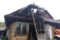 Incendiu la o locuință din Grumăzești din cauza unei improvizații electrice