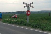 Un autoturism a fost lovit de un tren în comuna Sagna. 2 persoane au rămas încarcerate.