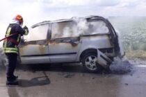 Un autoturism a ars în comuna Săbăoani