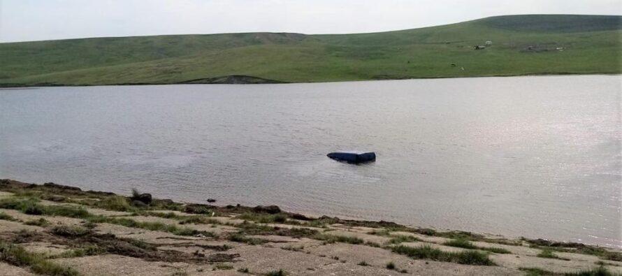 Un bărbat și-a pierdut viața după ce a căzut cu mașina într-un iaz
