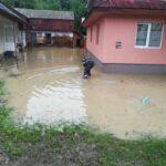 gospodarii inundate in Neamt (1)