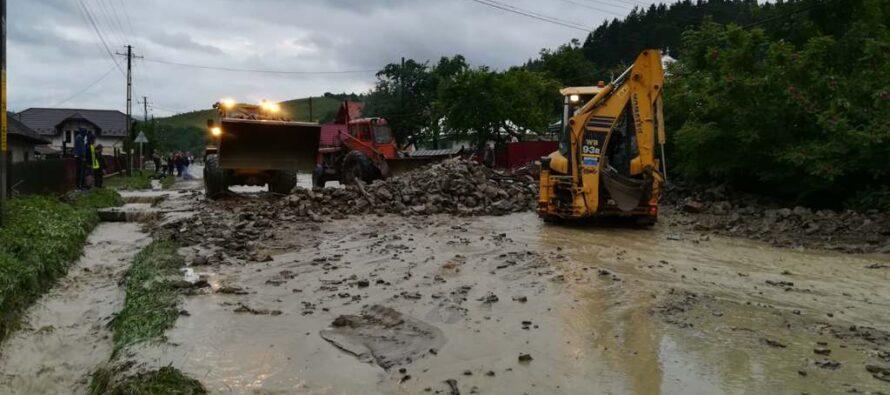 30 de locuințe inundate în urma ploilor torențiale la Pipirig