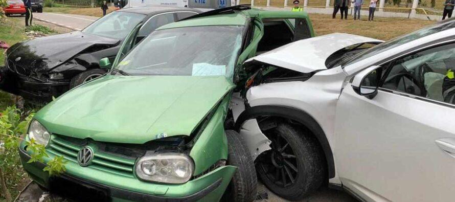 3 autoturisme au fost implicate într-un accident rutier în comuna Dulcești